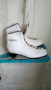 Youth figure skates used but great shape.