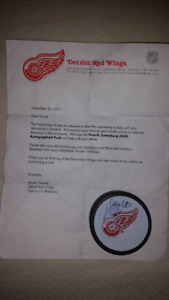 BEST OFFER NHL :DETROIT RED WINGS AUTOGRAPHED PUCK & GOLF BALLS