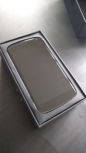 Nexus 4 Smartphone 8GB memory + Case