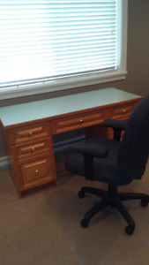 Oak desk with laminate desk top