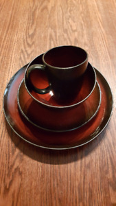 Black and Red Dinnerware Set