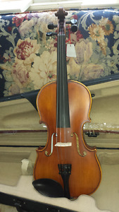 NEW PRICE.....4\4 Academy 'Flamed' Violin