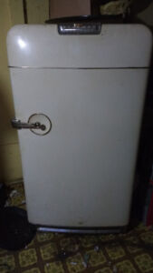 Old general motors fridge still works make me an offer