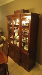 Dining Cherry Wood Table, Matching Hutch and 6 Chairs Windsor Region Ontario image 3