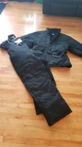 Manteau et pantalon de motoneige