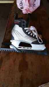 Canadien C45 Boys Size 5 Ice Skates