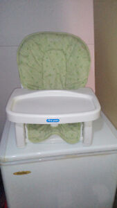 Selling strappable high chair Cornwall Ontario image 1
