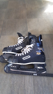 Bauer hockey skates sz 8 men's with guards