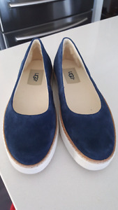 Authentic NEW UGG navy sneaker flat