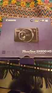 Canon powers hot sx600hs