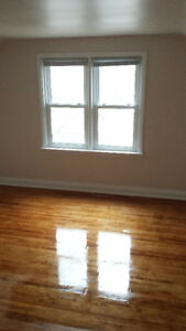 All Female House - Room Rental 5 min Walk from Mohawk, Shopping