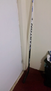 NEW EASTON SYNERGY RH HOCKEY STICK COMPSITE  STICKER PRICE $189
