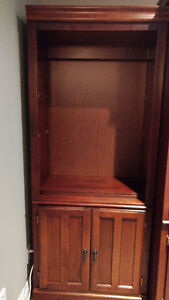 SHELVING UNIT IN GREAT CONDITION