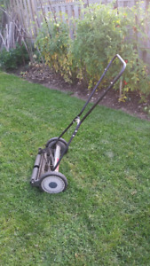 GREAT STATES 18 INCH WIDE 5 BLADE MANUAL PUSH LAWN MOWER
