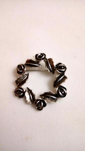 Vintage Sarah Coventry Silver Tone Rose Wreath Brooch