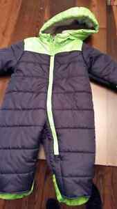 Carter's snow suit 12 months excellent condition