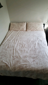 Full/ Queen Duvet Cover with matching pillowcases