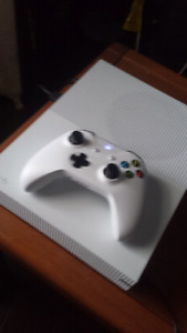 Selling Xbox One S 500GB