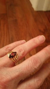 Garnet ring set in 10 kt gold
