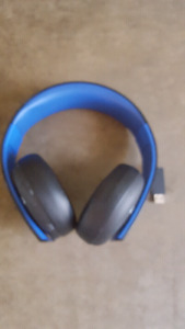 Selling ps4 gold wireless headset