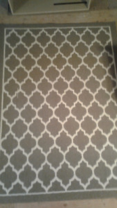 New area rug 5' x 7'