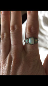 Stunning Vintage Opal and diamond ring