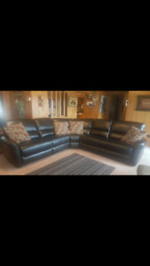 Sectional 4 months old black leather