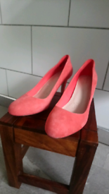 Clarks Suede Coral Pink Court Shoe Size 8