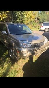 2005 Nissan Xtrail Loaded.  $4000 SAFETIED.