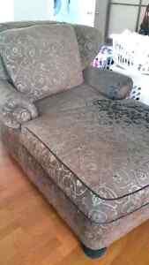 Comfy chair Kawartha Lakes Peterborough Area image 2