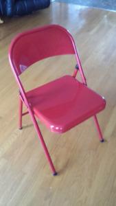 4 chaises pliantes en métal pour 20$. Valleyfield