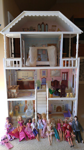 Doll house and Barbie's