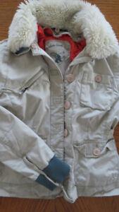 Superbe manteau de la collection G1 en excellent état, fillette