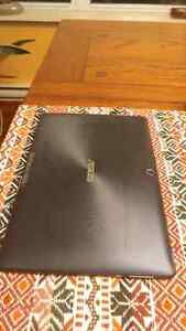 Tablet - Asus TF300t - with standing case and charging cable Gatineau Ottawa / Gatineau Area image 3