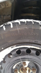 185/65 15 pneus d'hiver - winter tires on Versa Rims. MUST SELL