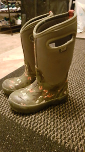 Bogs winter boot boys 12