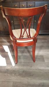 Chaise Antique en très bon état,