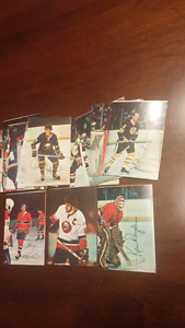 1977 topps hockey glossy cards.not complete
