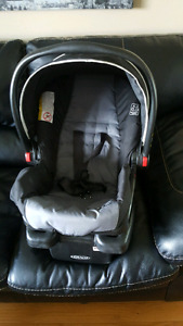 Graco baby carseat and base