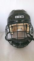 Casque de hockey avec protection / hockey helmet with protection