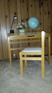 Kid desk - chair - desk lamp - 12 inch world globe