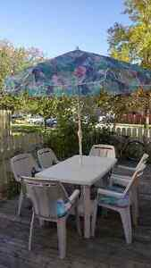 BEAUTIFUL 8 PIECE PATIO SET FOR SALE!