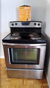 Amana Electric stove with SmartBurner.
