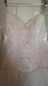 Beautiful Wedding Gown - Dry Cleaned & Boxed