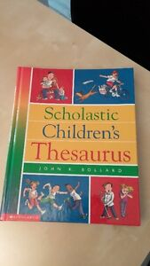 Children's dictionary (8 English 3 French) excellent condition West Island Greater Montréal image 2