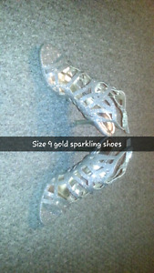 Size 9 gold and sparkly shoes 30$