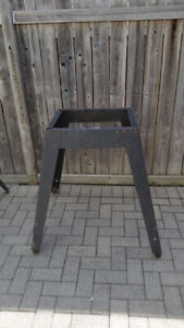 MACHINE STAND WITH FOUR LEGS