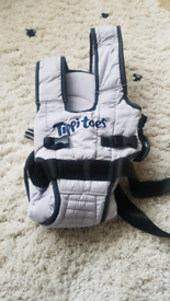 Tippitoes baby carrier
