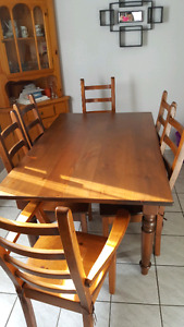 BEAUTIFUL  PINE TABLE W/ LEAF AND 6 CHAIRS