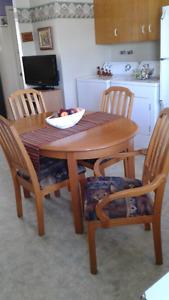 Set de cuisine et vaissellier